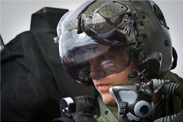 Αυτή είναι η κάσκα που φορούν οι πιλότοι των F-35