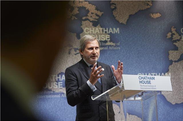 Γιοχάνες Χαν στους Σκοπιανούς: Έχουμε ραντεβού με την ιστορία και χρειάζεται εθνική συναίνεση