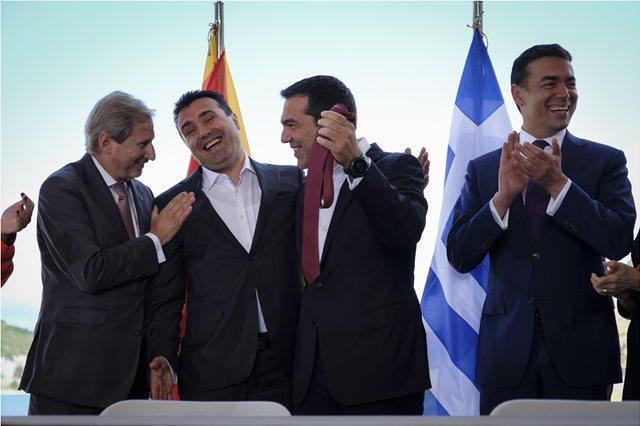 Ποιοι υπογράφουν υπέρ της Συμφωνίας των Πρεσπών - Ποιοι διαψεύδουν ότι υπέγραψαν