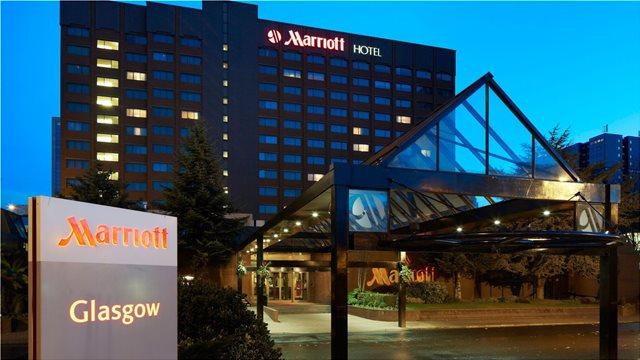 Τα ξενοδοχεία Marriott καταργούν τα πλαστικά καλαμάκια έως τον Ιούλιο του 2019