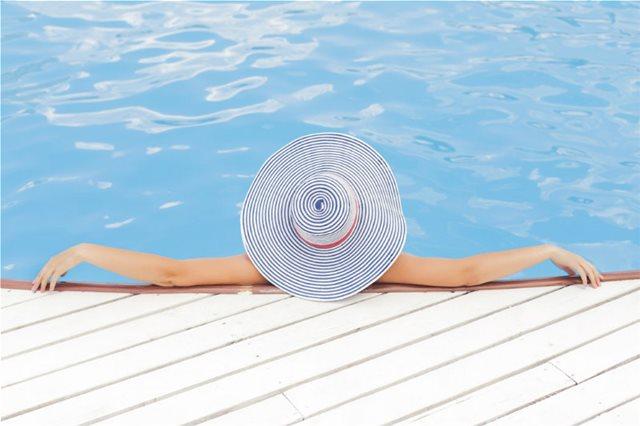 Πως θα προστατέψετε τα μαλλιά σας κάτω από τον ήλιο