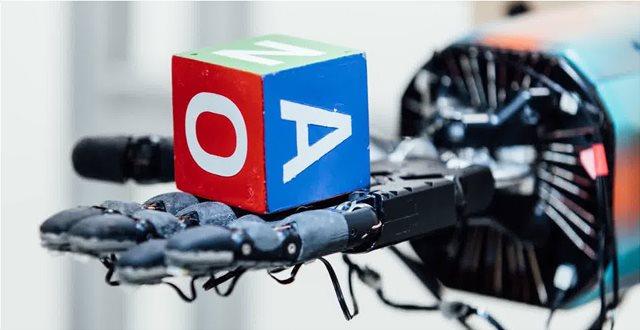 Βίντεο: Νέο ανθρωπόμορφο ρομποτικό χέρι παίζει στα δάχτυλα έναν κύβο!