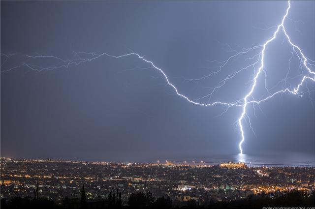 Αστεροσκοπείο Αθηνών: Πάνω από 10.000 κεραυνοί στην Ελλάδα την Πέμπτη