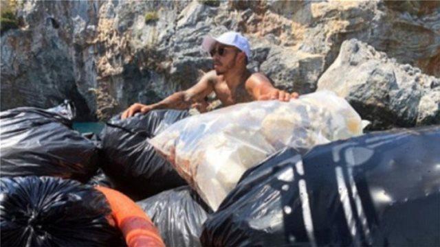 Ο Λιούις Χάμιλτον καθάρισε μία ολόκληρη παραλία της Μυκόνου από τα σκουπίδια