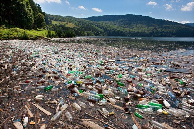 Φιλόδοξο σχέδιο: Πλωτή πλατφόρμα θα μπορούσε να λύσει το πρόβλημα των πλαστικών αποβλήτων στη θάλασσα