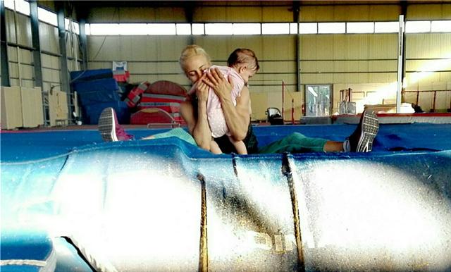 Νικόλ Κυριακοπούλου: Όλος ο κόσμος μου σφιχτά στην αγκαλιά μου