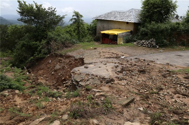 Ινδία: 67 νεκροί και 50.000 εκτοπισμένοι από τις πλημμύρες στην Κεράλα