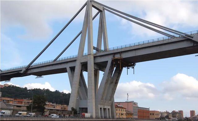 Γένοβα: Φωτογραφία-σοκ δείχνει την ερειπωμένη γέφυρα Μοράντι λίγο πριν την κατάρρευση