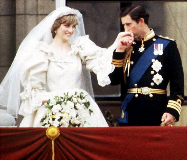 Η πριγκίπισα Νταϊάνα είχε ράψει και δεύτερο νυφικό για τον γάμο της και δεν το γνώριζε!