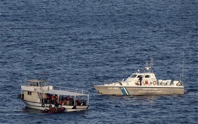 Έφτασαν στην Πύλο οι 36 μετανάστες που εντοπίστηκαν κοντά στη νήσο Σαπιέντζα