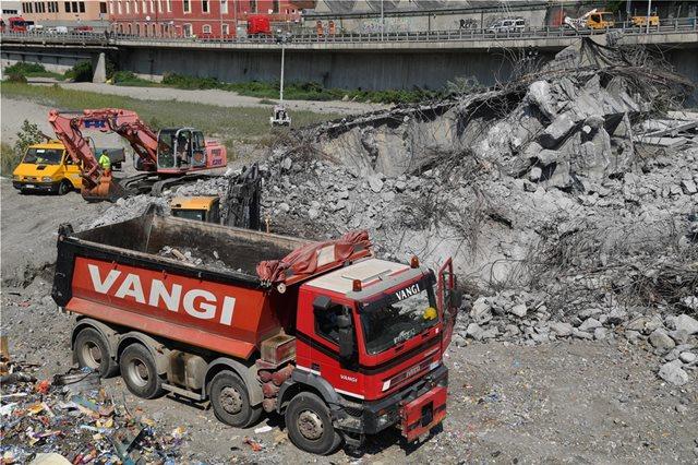 Ιταλία: Πέντε άνθρωποι εξακολουθούν και αγνοούνται μετά την κατάρρευση της γέφυρας