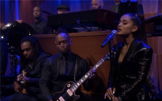 Βίντεο: H Αριάνα Γκράντε ξέσπασε σε κλάματα τραγουδώντας Αρίθα Φράνκλιν