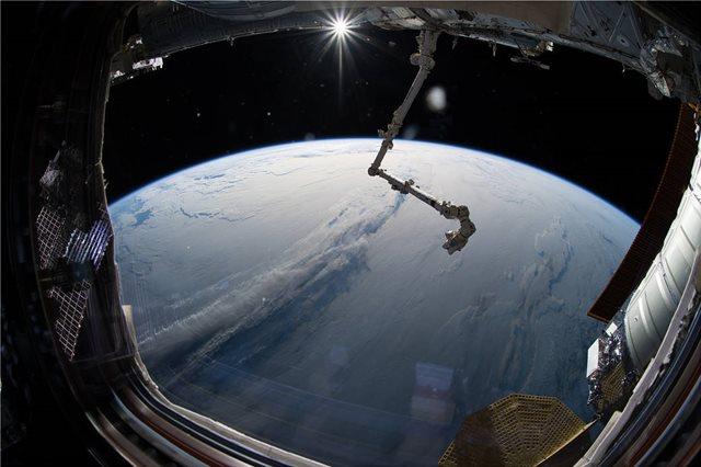 Η φωτογραφία της ημέρας από το Διάστημα: Πυκνά σύννεφα καλύπτουν τη Γη