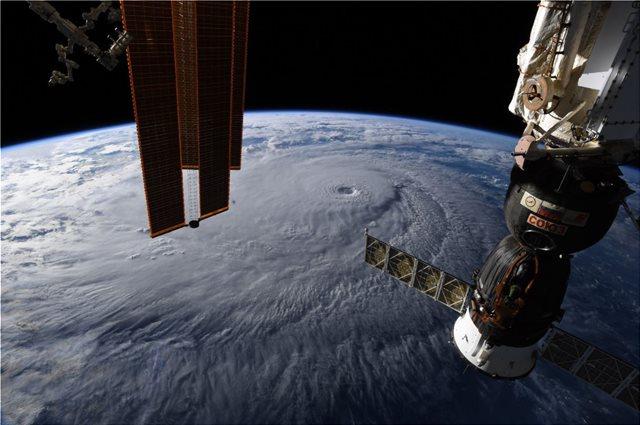 Εκπληκτικές φωτογραφίες του τυφώνα Lane από το Διάστημα