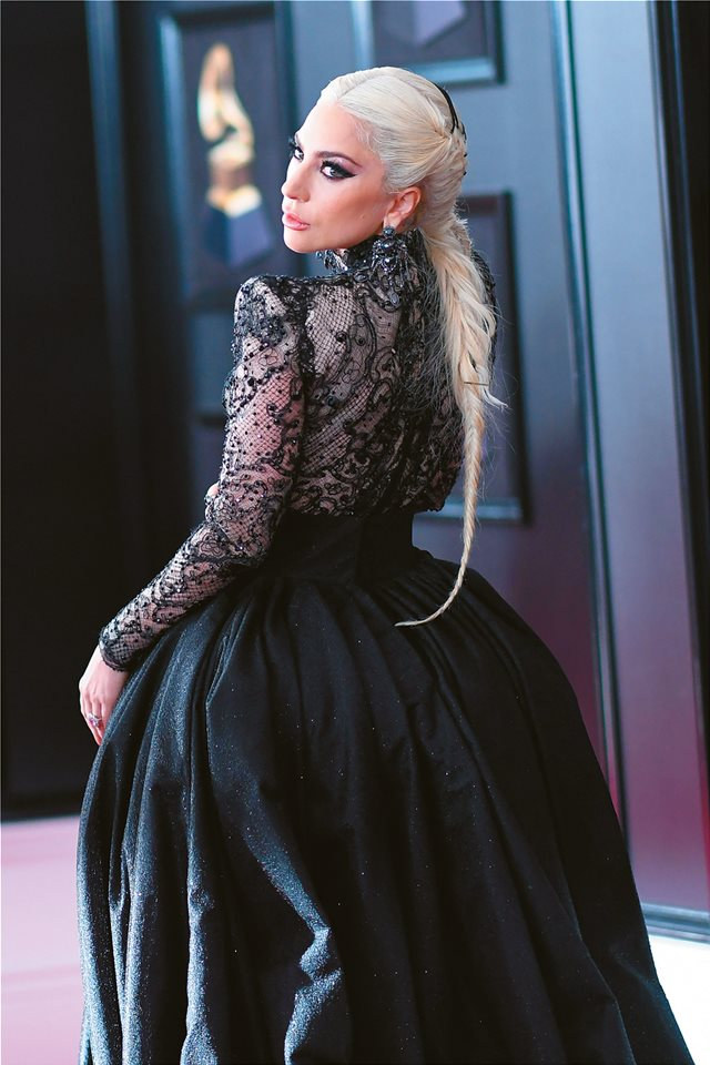 H Lady Gaga μιλά για τον βιασμό της και σοκάρει: «Σήμερα εγώ φοράω τα παντελόνια»