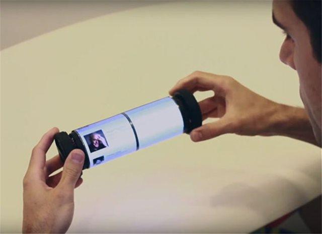 Βίντεο: Το πρώτο τάμπλετ-ρολό που τυλίγεται και ξετυλίγεται σαν αρχαίος πάπυρος