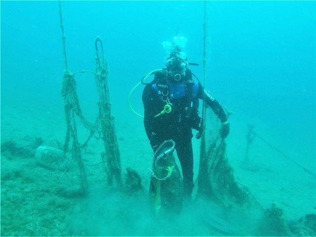 Έρευνα της Helmepa: «Πνίγονται» στα σκουπίδια θάλασσες και ακτές