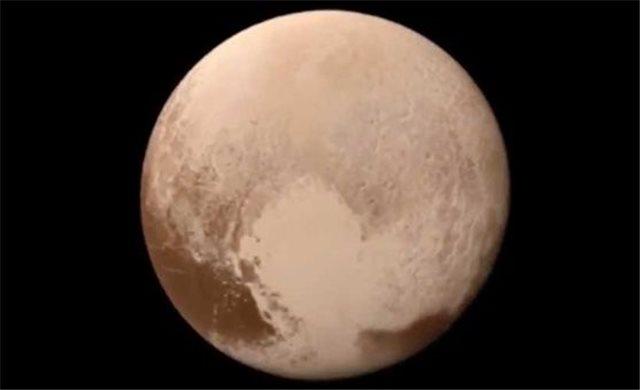 Επιστήμονες «ξανακάνουν» πλανήτη τον Πλούτωνα