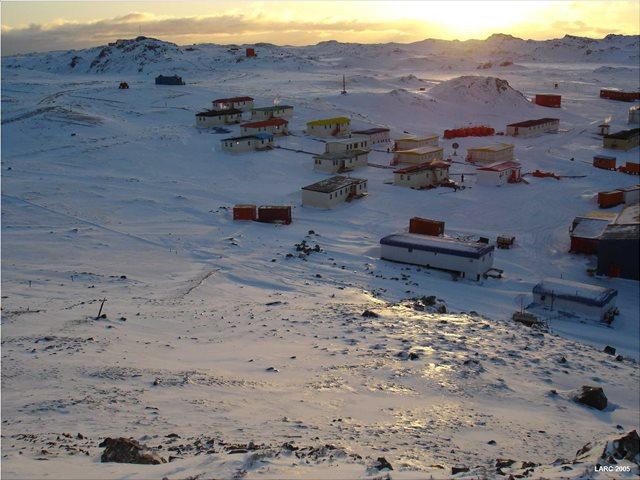 Villas las Estrellas: Το παγωμένο χωριό όπου για να ζήσεις πρέπει να... χειρουργηθείς!
