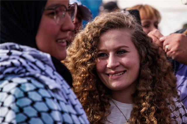Η 17χρονη Παλαιστίνια αγωνίστρια Άχεντ Ταμίμι στο φεστιβάλ για τα 100 χρόνια του ΚΚΕ