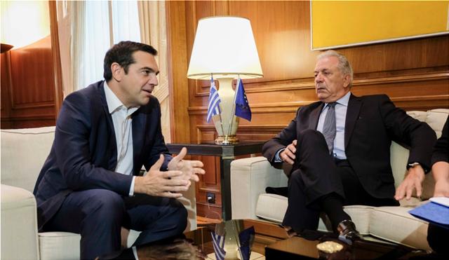 Επαφές Τσίπρα με Αβραμόπουλο και τον αναπληρωτή πρωθυπουργό του Κατάρ στο Μέγαρο Μαξίμου