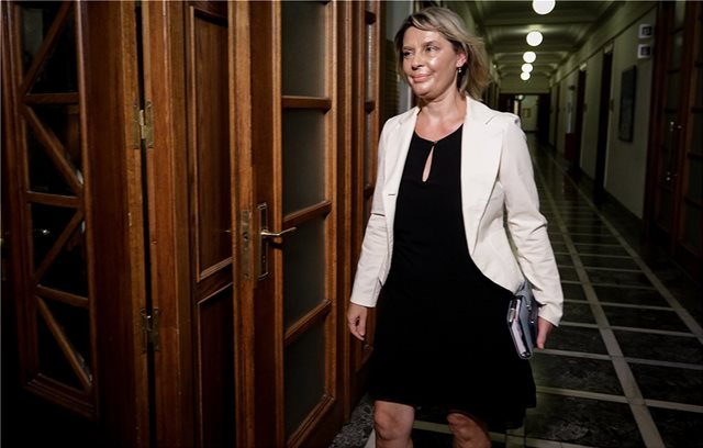 Η Κατερίνα Παπακώστα δηλώνει ότι θα στείλει τον λογαριασμό στο Ρουβίκωνα