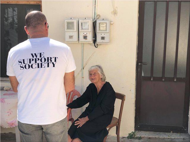 Δώρα ζωής από εθελοντές της Axion Hellas στους κατοίκους της Χίου και των Ψαρών