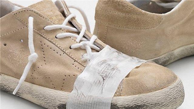 Οργή για τα παπούτσια των 500 ευρώ που... «κοροϊδεύουν» τους άστεγους
