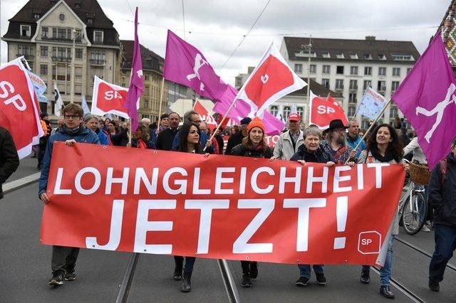 Ελβετία: Πάνω από 20.000 διαδηλωτές για τη μισθολογική ισότητα ανδρών-γυναικών