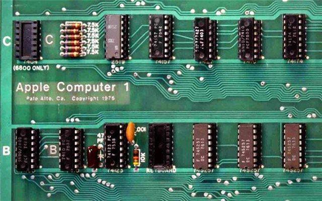 Ένας υπολογιστής Apple-1 του 1976 (που δουλεύει ακόμη!) έπιασε 375.000 δολάρια σε δημοπρασία