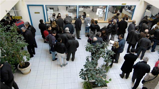 Μειώσεις στις εισφορές για 250.000 ελεύθερους επαγγελματίες - Τι προβλέπει το νομοσχέδιο