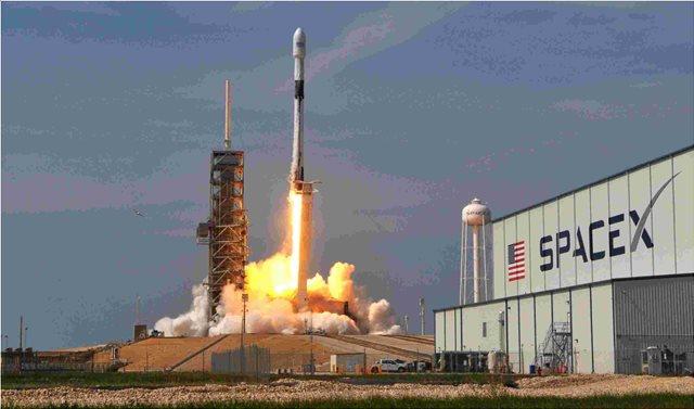 Deal της Space X με ιαπωνική εταιρεία για 2 ιδιωτικές αποστολές εξερεύνησης της Σελήνης