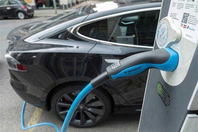 Το Ευρωπαϊκό Κοινοβούλιο θέλει πιο «καθαρά» αυτοκίνητα στους δρόμους έως το 2030