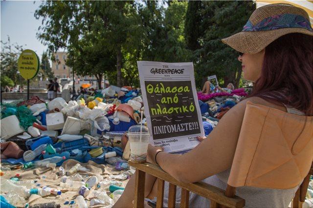 Για ποιο λόγο γέμισε σκουπίδια το Σύνταγμα;