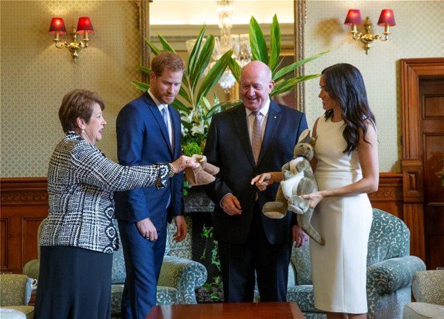 Τα πρώτα τρισχαριτωμένα δώρα που έλαβαν ο Χάρι και η Μέγκαν μετά τα χαρμόσυνα νέα του μωρού