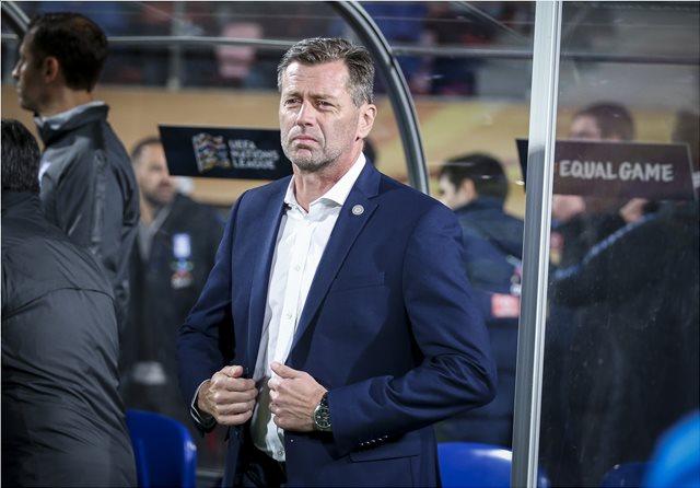 Προς την έξοδο από την Εθνική Ελλάδας ο Σκίμπε μετά την ήττα με 2-0 από τη Φινλανδία