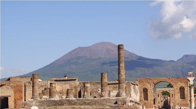 Χρονολογία σε τοίχο της Πομπηίας μεταθέτει δύο μήνες αργότερα την έκρηξη του Βεζούβιου