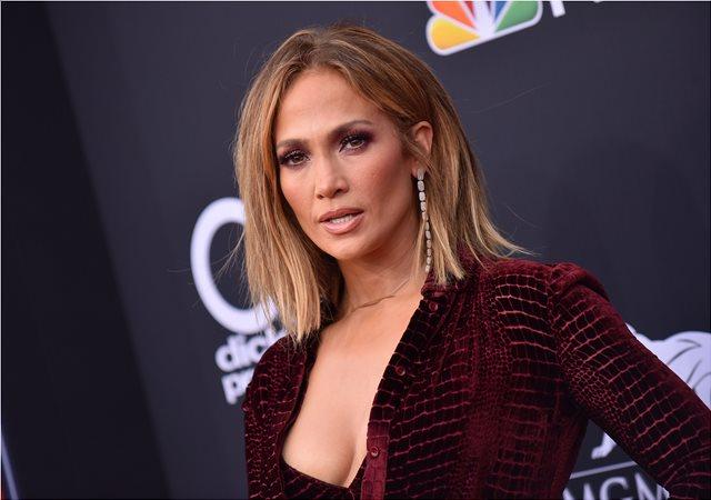 Η Jennifer Lopez είναι «φέτες» αν και 49 ετών