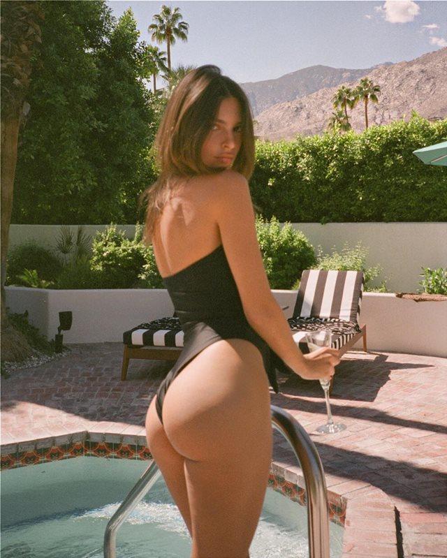 Η Εmily Ratajkowski απολαμβάνει, με σέξι διάθεση, τη σαμπάνια της