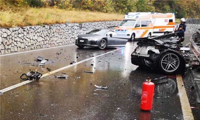 Audi R8: Κόπηκε στη μέση μετά από σύγκρουση με VW Van
