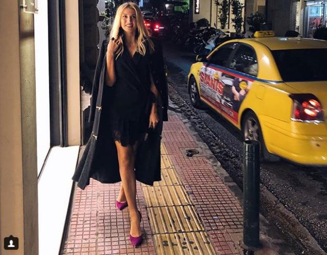 Τα νυχτοπερπατήματα της Κωνσταντίνας Σπυροπούλου: «Athens By Night», γράφει στο instagram