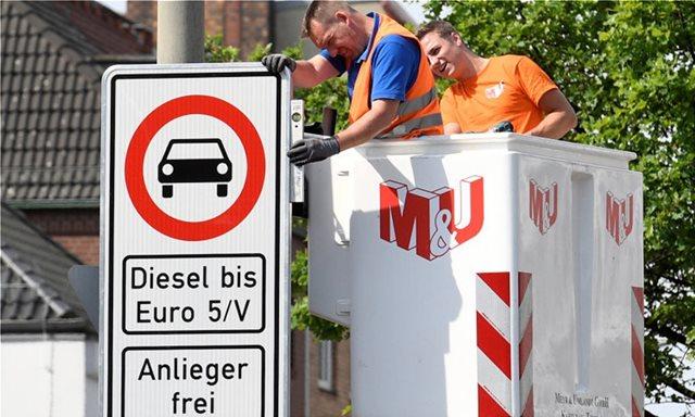 Ετσι ξαφνικά η Κυβέρνηση θα… διώξει τα diesel απο τις πόλεις