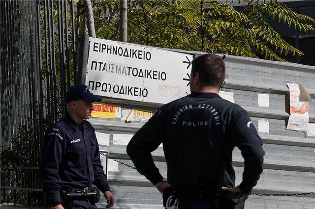 Οργή στην ΕΛΑΣ για τις επιθέσεις των αντιεξουσιαστών και τη στάση του υπουργείου Προστασίας του Πολίτη