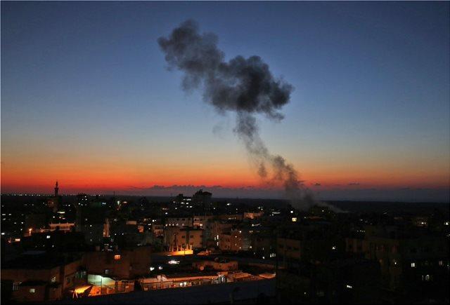 Βίντεο: Στις φλόγες και πάλι η Γάζα - Πυραυλική επίθεση από τον ισραηλινό στρατό