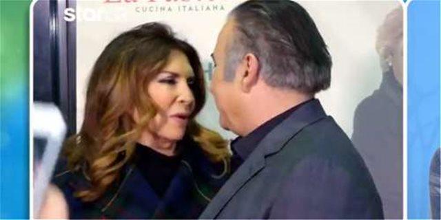 Το είδαμε και αυτό! Μιμή Ντενίση και Λάκης Λαζόπουλος αντάλλαξαν φιλιά και αγκαλιές