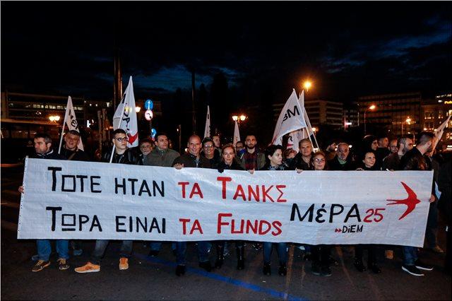 Και ο Βαρουφάκης στην πορεία του Πολυτεχνείου: «Τότε τα τανκς, τώρα τα funds»