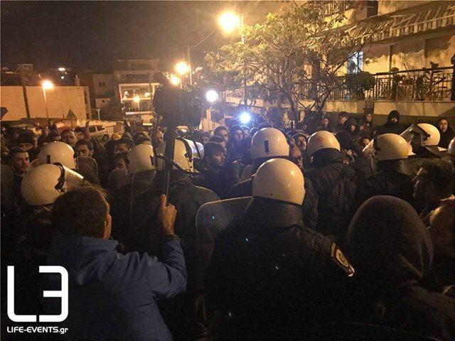 ΚΚΕ για τα επεισόδια στη Θεσσαλονίκη: Απρόκλητη επίθεση της αστυνομίας σε μαθητές, γονείς και εκπαιδευτικούς