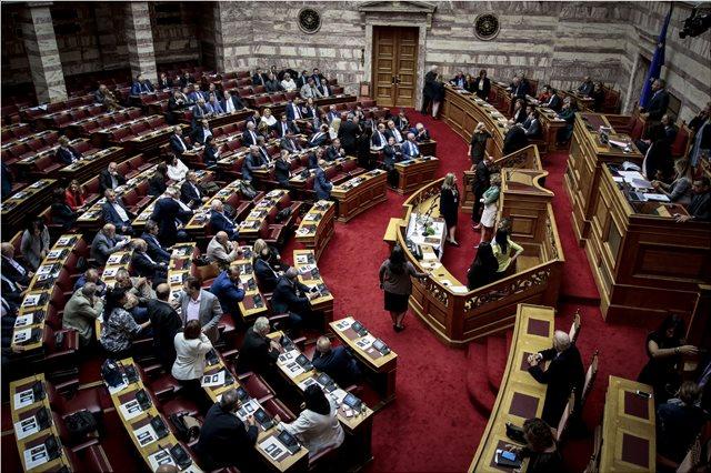 Και οι υπάλληλοι της Βουλής διεκδικούν αναδρομικά επιδόματα και δώρα