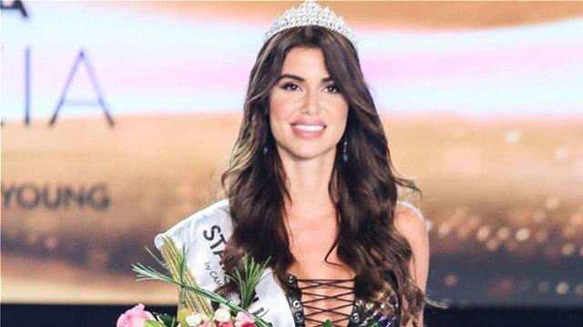 H Ιωάννα Μπέλλα με παραδοσιακή στολή στο Miss Universe