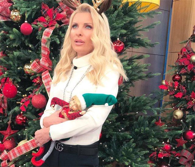 Όταν η Ελένη Μενεγάκη έβαλε φωτιά στο χριστουγεννιάτικο δέντρο